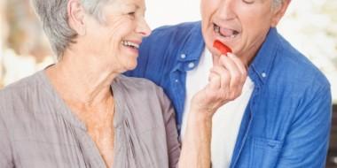 Mangiare correttamente nella vecchiaia: linee guida